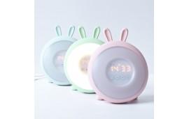 Lampka budząca światłem niebieski królik